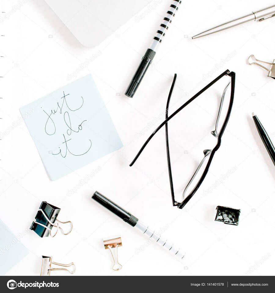 Blogger-Workspace-Black-and-White-Blog Page